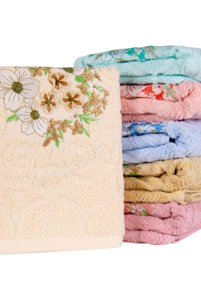 Полотенце махровое вышивка цветок в середине 45 х 90 цвет: кремовый